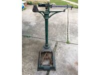 OLD ANTIQUE CAST IRON WEIGHING SCALES / SACK SCALES WITH WEIGHTS £50