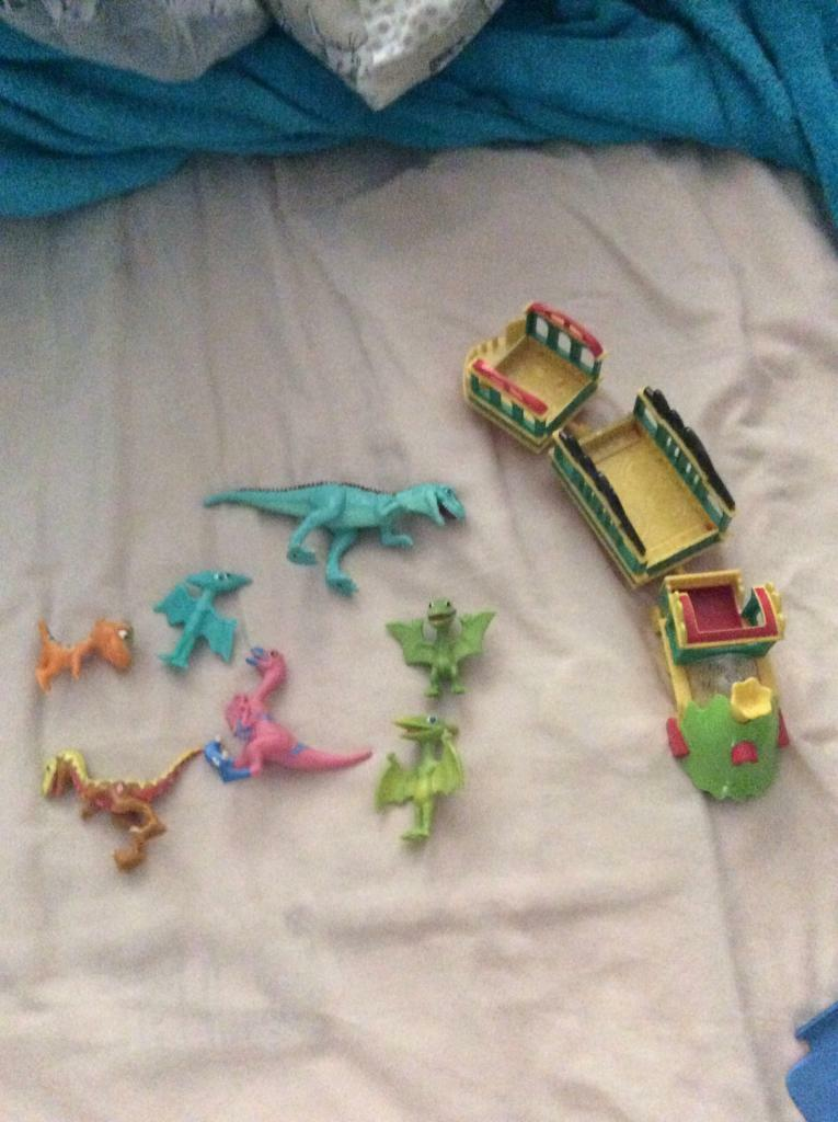 Dinosaur train setin Norwich, NorfolkGumtree - Dinosaur train set including train that makes train sounds and front lights up. Has lots of extra dinosaurs in great condition