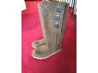 Brown knitted Uggs size 6
