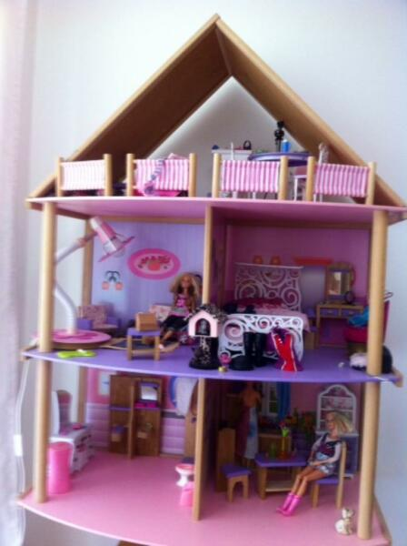 barbie haus holz mit vielen m bel in stuttgart stuttgart. Black Bedroom Furniture Sets. Home Design Ideas