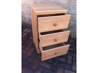 Small set of bedroom drawers in great condition