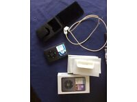 ipod classic 160gb 6th generation w/box leads original headphones and carry case