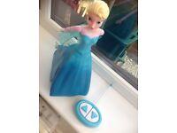 Sing and skate Elsa