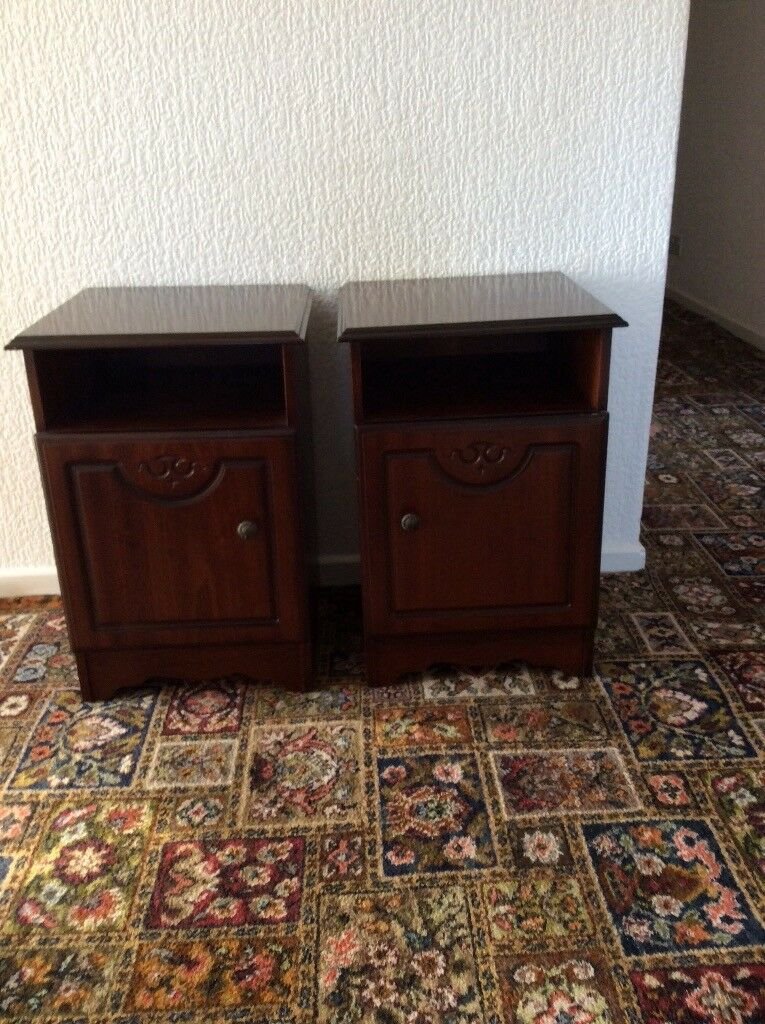 BED HEADBOARD & BEDSIDE CABINETS
