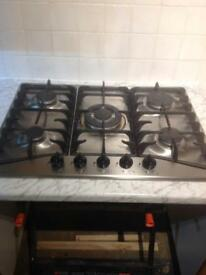 Gas hob and extractor fan with chimney.
