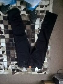 hugo boss. t-shirt large slimfit, jeans size 34 30, never worn
