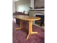 Pine-laminated 6-seeter dining table in good condition + 4 chairs that match table,also good cond'