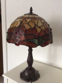 2 Tiffany style lampshades and matching table lamp