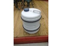 Pyramid 50 litre water hog and handle