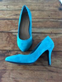 Teal dolly suede heels size 5