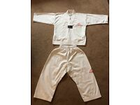 Kid's taekwon-do top and trousers size 00/120
