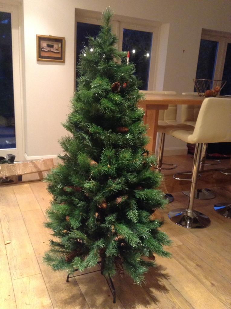 5ft dew drop Christmas tree - stunning