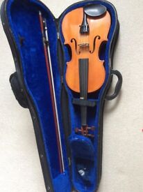 Full sized violin