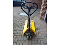 Pallet Truck Fully serviced reconditioned and resprayed. Perfect working order. Cash on delivery