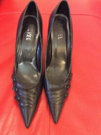 Ravel black leather shoes size 6 pristine condition.