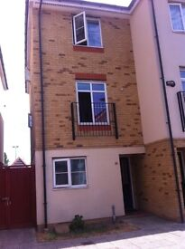 LOVELY NEW STUDIO TOWNHOUSE FOR RENT IN ILFORD ****£800pm****