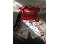 MANCHESTER UNITED FOOTBALL KIT