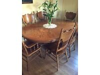 Stunning extendable dining table and 6 chairs (2 are carvers)