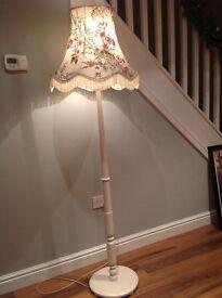 Beautiful vintage free standing lamp