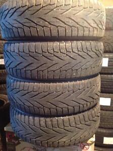 4 pneus d'hiver 225/65 r17 nokian hakkapeliitta r2 - suv.  140$