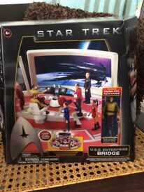 STAR TREK USS ENTERPRISE BRIDGE WITH CAPTAIN KIRK FIGURE £20
