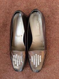 Ladies shoes size 42, 8.5