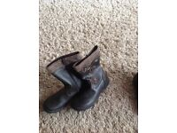 Kids boots size 1 bnwt