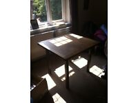 Table, good quality, wooden and extendable (Must go ASAP