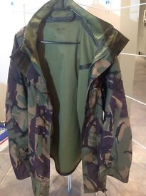 Men's Army waterproof camouflage jacket size large
