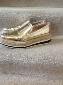 Ladies Zara Shoes size 5 more like a 4