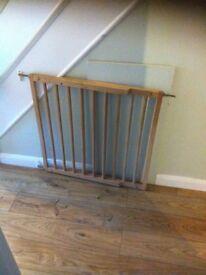 Wooden safety gate - adjustable width