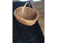 Basket for carrying cakes etc