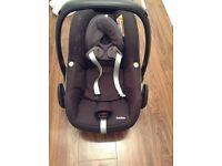 Maxi-Cosi Pebble Car Seat in Black Mint condition