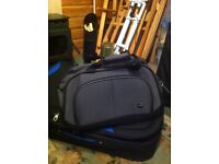 HARDLY USED SMALL HOLDALL WITH HANDLE AND WHEELS
