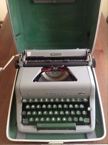 Royal Quiet De Luxe Silver Typewriter w/ 5x new ink ribbon