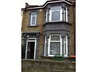 Large 5/6 bedroom house to rent. Two bathrooms - Forest Gate