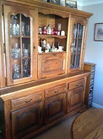Beautiful Oak Dresser, Table and 6 Chairs