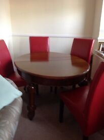 Dining Table. Edwardian mahogany dining room table. Oval ..can be extended.£150 ono