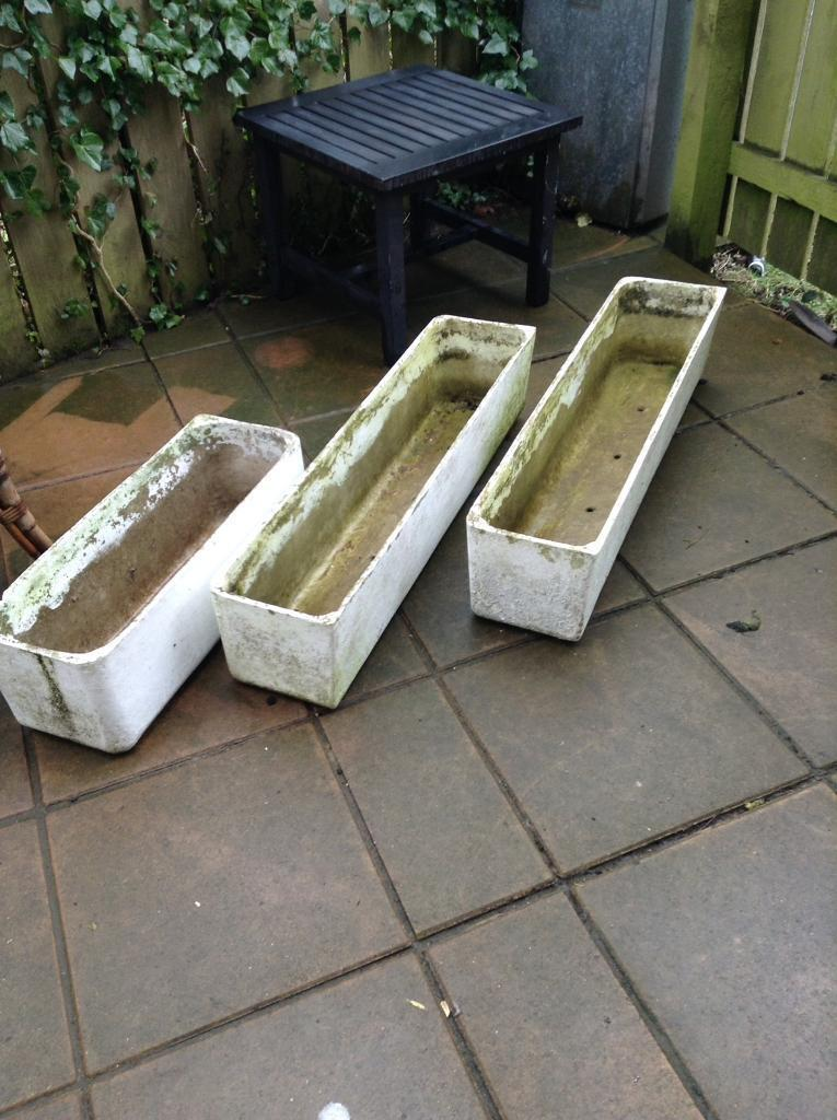 Three stone planters in perfect condtion