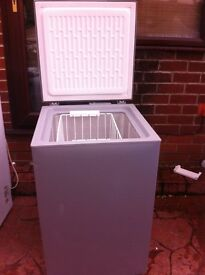 SILVER WHIRLPOOL CHEST FREEZER IN GOOD WORKING CONDITION