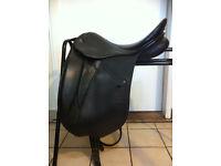 "Dressage saddle Stubben Maestoso Deluxe 17"", tree width 31cm, black"