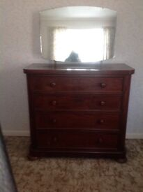 Large Solid wood oak chest of drawers / dressing table excellent condition