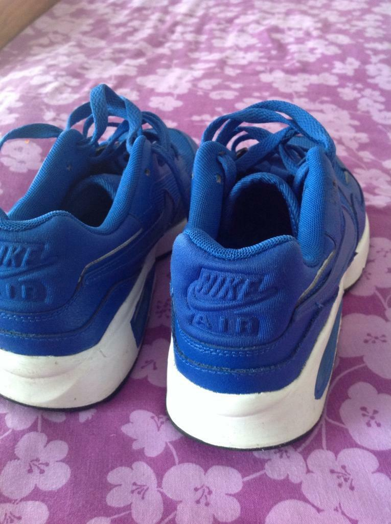 9200dd0d52f7 Lovely blue Nike air trainers size 5.