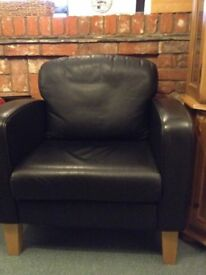 2 brown leather chairs in excellent condition