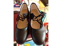 Tap shoes size 8
