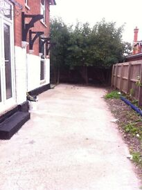 ***2 BED GROUND FLOOR FLAT TO LET***100m FROM BEACH***DRIVEWAY***