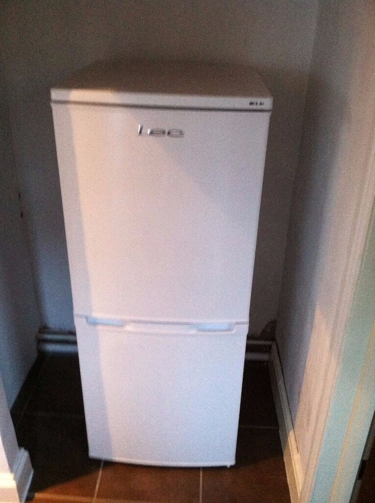 Lec T5039W White Fridge Freezer