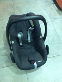 Maxi-Cosi Pebble baby car seat with new born inserts, summer cover and instruction book