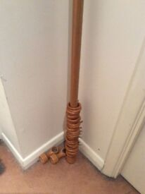 Wooden curtain pole with curtain rings 64 inches