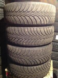4 pneus dhiver sur rimes 215/60 r16 goodyear ultra grip ice.  180$